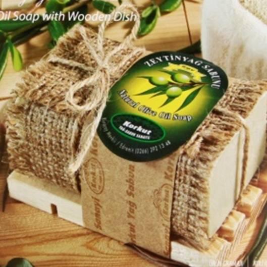 Olivos: Olivenöl-Seife mit Seifenschale aus Holz