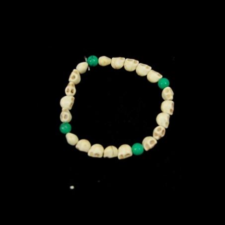 Armband Schädel  ( mit grünen Perlen)